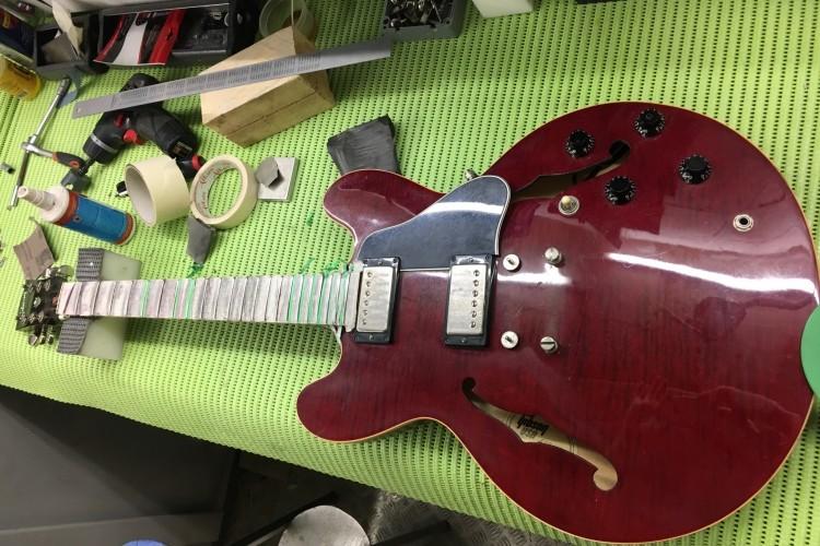 IMG 5437 750x500 - Nivelado de trastes y ajuste general Gibson 335 del 69