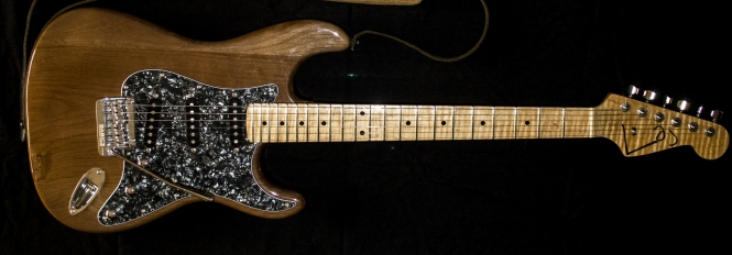 IMG 0905 e1503433646258 665x232 - Guitarra LAJ  Strat Custom Shop