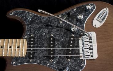IMG 0930 368x232 - Guitarra LAJ  Strat Custom Shop
