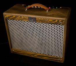IMG 1917 262x225 - Amplificador Guitarra LAJ T-ONE REVERB