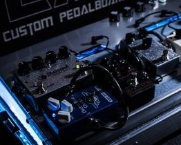 pedalboar2 262x210 - LAJ CUSTOM PEDALBOARD (PARA 6 PEDALES)