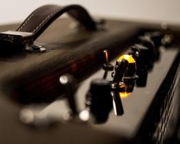 IMG 1532 262x210 - Amplificador LAJ Tweed Deluxe