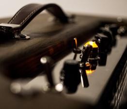 IMG 1532 262x225 - Amplificador LAJ Tweed Deluxe