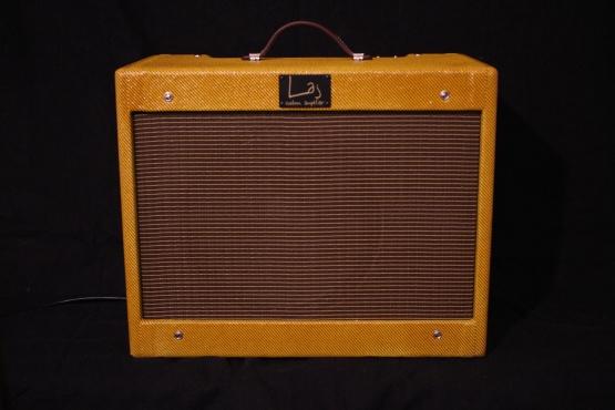 IMG 2167 555x370 - Amplificador LAJ Speed Reverb