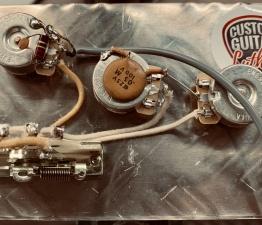 8862FFA2 6F79 48F9 96B3 9E1D0E23BC8D 262x225 - KIT MEJORA ELECTRONICA STRATOCASTER NOS ( Luxe Radio ) 1967