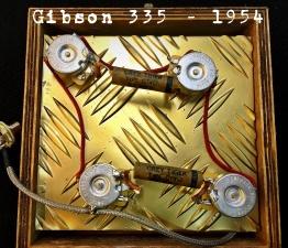 42249823 1971950846229100 1702443096748326912 o 2 262x225 - KIT MEJORA DE ELECTRONICA GIBSON 335 (NOS 1954)