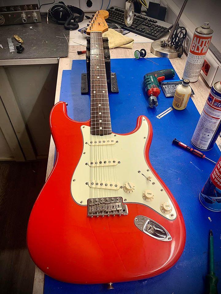 84147081 2856270621130447 1925330373034639360 o - Mejora de electronica Fender Strat Mark Knopfler signature